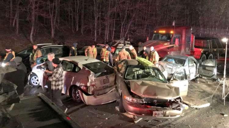 Camión de carga pierde el control y ocasiona múltiple accidente en la I-270