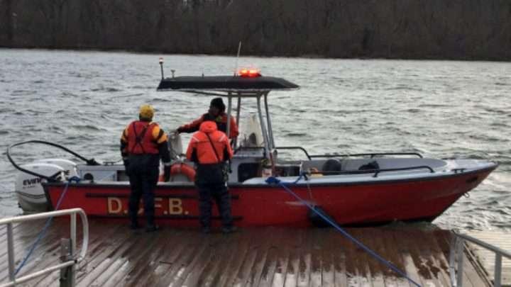 Rescatan a 14 ocupantes de dos barcos que se hundieron en el Río Potomac
