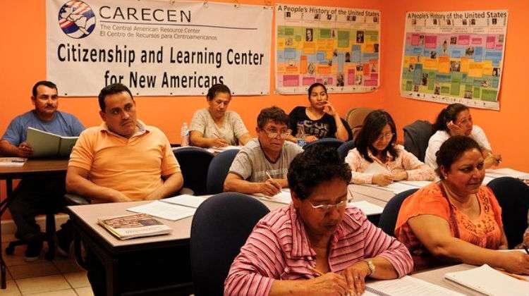 Ofrecen curso para aplicar a la ciudadanía estadounidense