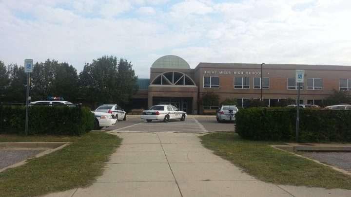 Estudiante que disparó en escuela de Maryland fallece y otros dos están heridos