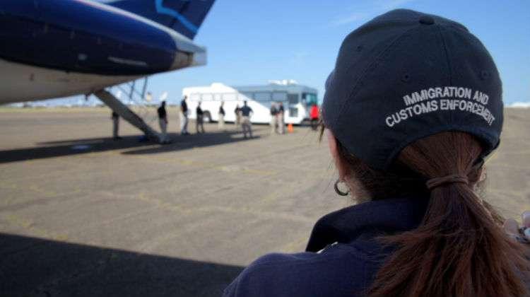 """""""Agentes del ICE y CBP detienen y deportan a quienes encuentran a su paso"""": America's Voice"""