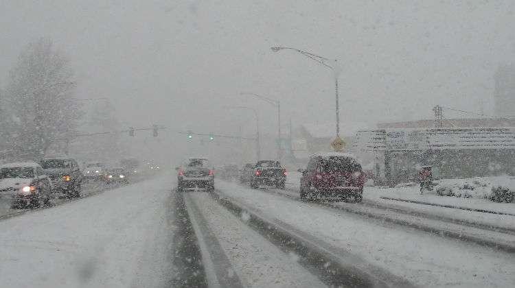 Conductores, manténganse fuera de las carreteras durante la tormenta de nieve
