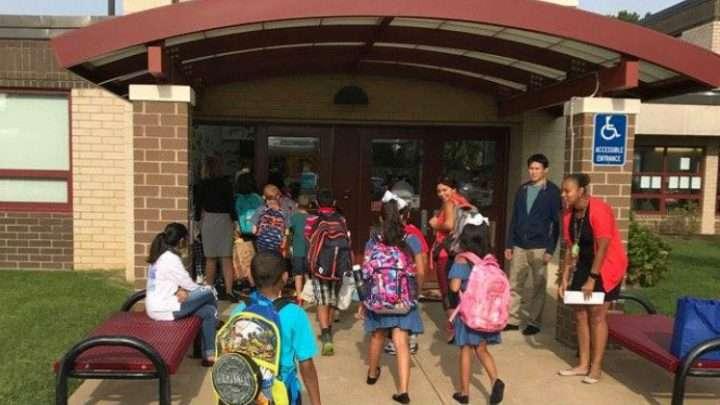 La NAACP del Condado de Fairfax exige que cesen los ataques raciales en las escuelas