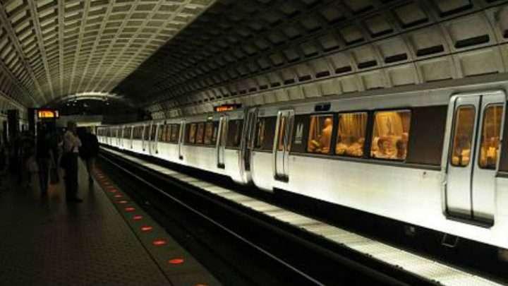 Retrasos en la línea roja del Metro por problemas de mantenimiento