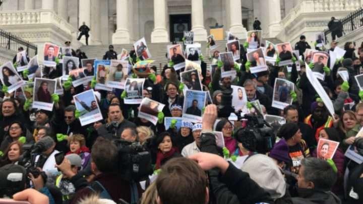 Residentes de Montgomery County discuten si deben ayudar o no a inmigrantes ilegales