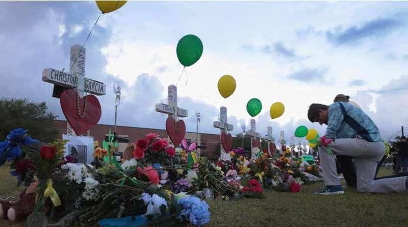 Padres de víctimas en tiroteo de la preparatoria Parkland demandan por negligencia.