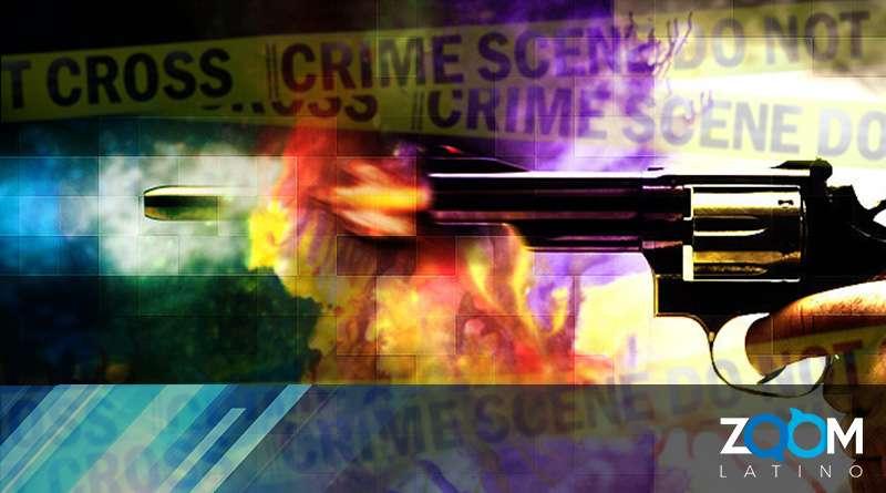 Policía mata a tiros a mujer tras forcejeo por arma.