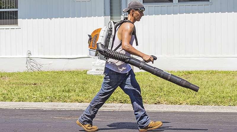 Alerta en Falls Church, VA, por fraude de servicios de jardinería.