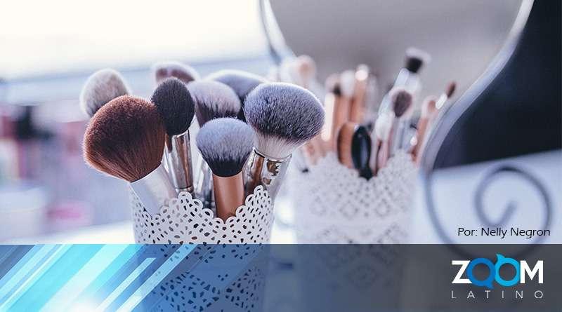 Limpia tus brochas de maquillaje.