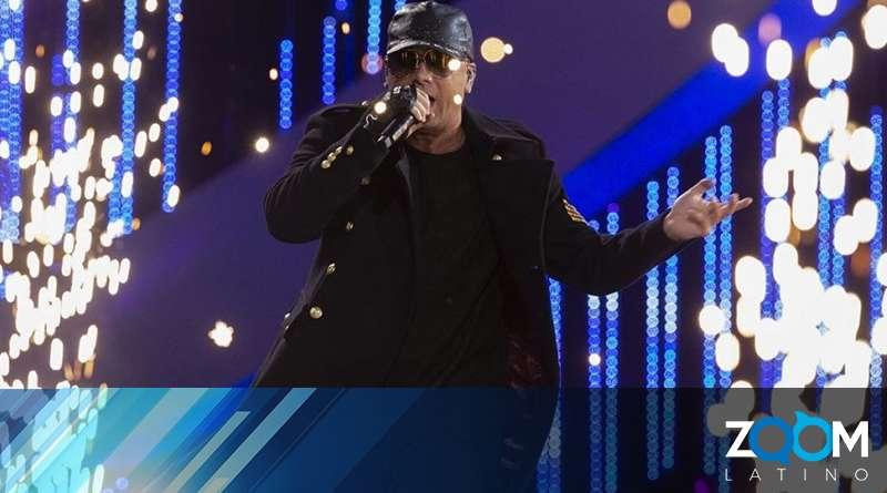 Wisin sufre caída en medio de concierto en Texas (vídeo)