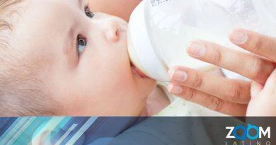 Personas regresan fórmula para bebés mezcladas con harina para recibir dinero en efectivo