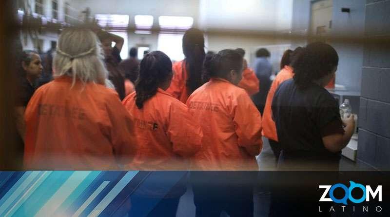 Abogados de RAICES no saben a dónde transportaron a inmigrantes detenidas en Texas.