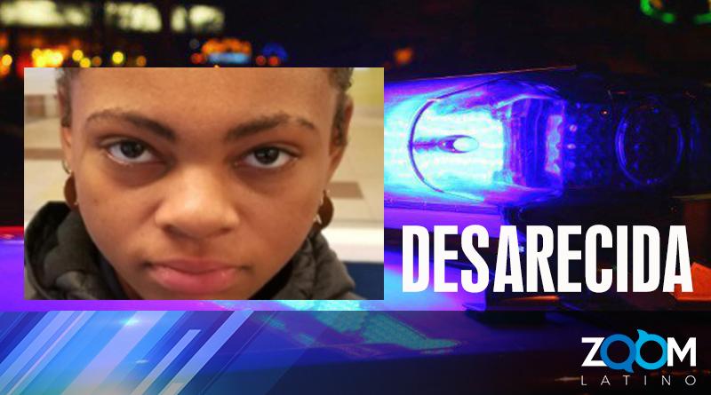 Oficiales de policía a una adolescente desaparecida
