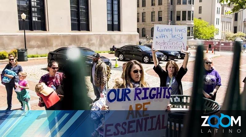 En Virginia un grupo de personas protesta en contra de las órdenes de quedarse en casa