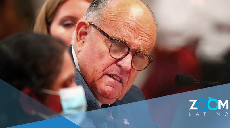 Rudy Giuliani es hospitalizado luego de dar positivo en prueba de COVID-19.