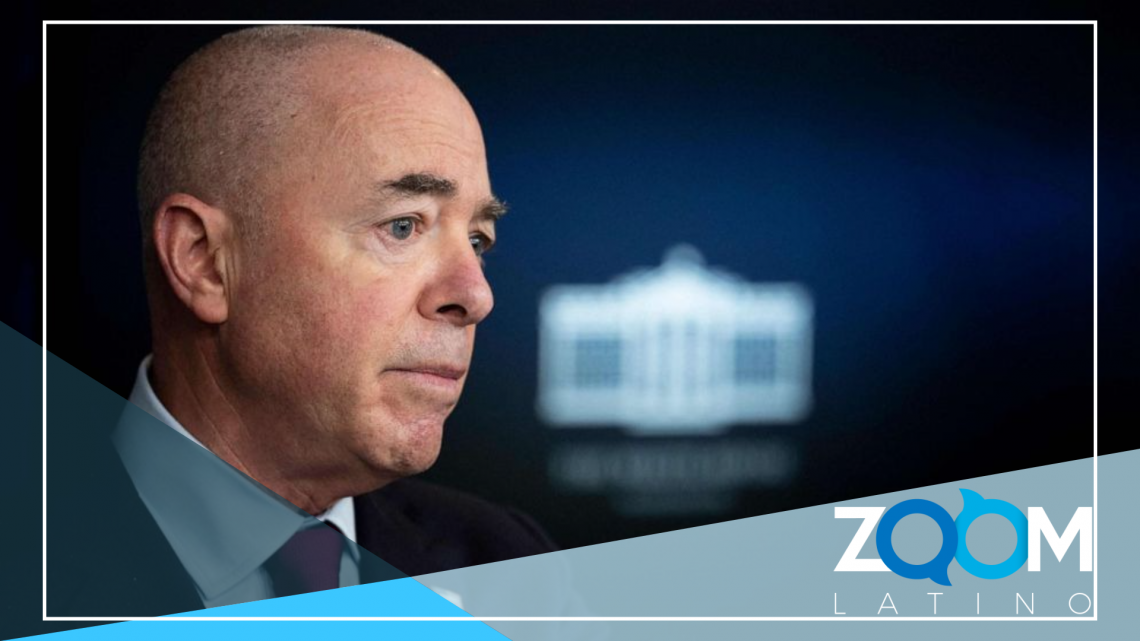 """El secretario Mayorkas admite que se vive una """"situación difícil en la frontera"""""""